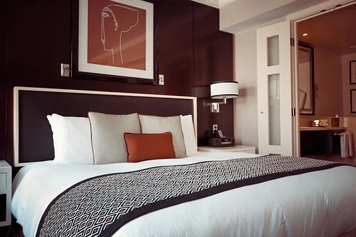 房间床铺摆放禁忌,床头朝哪个方向好?哪个方向不好?