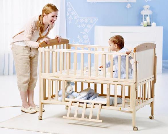宝宝睡婴儿床的利弊 如何选购婴儿床